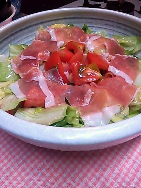味付けを忠実に守りました。  食材はレタスとトマトに変更★  味は格別、同じ味になりました(^ー^) - 119件のもぐもぐ - shinjiteraoさんの水菜とみょうがのごま塩ツナサラダ by ogurione