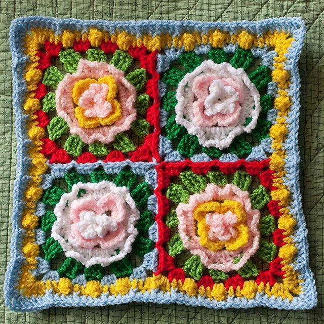 Granny Square Rose Quarters || Free Pattern