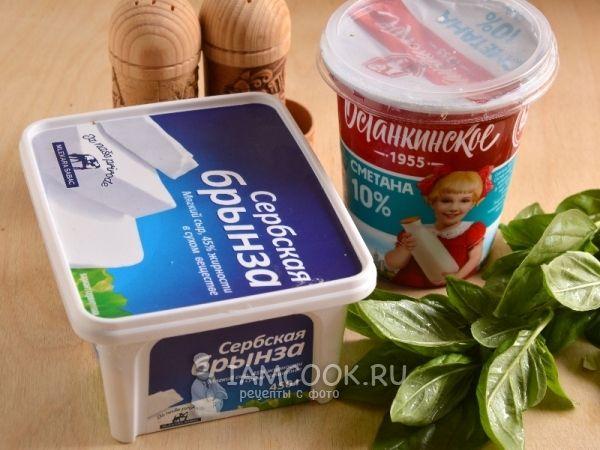 Ингредиенты для сметанного соуса с брынзой и базиликом