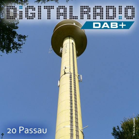 (20) Passau-Dommelstadl/Niederbayern * 1984 errichteter Fernmeldeturm der Deutschen Funkturm GmbH in exponierten Lage auf dem Höhenrücken des Neuburger Waldes / Start der Ausstrahlung von DAB im Oktober 2003 durch die BDR / Bayerischer Rundfunk sendet seine Digitalradio-Programme in der Region seit 2014 vom eigenen Standort am Kühberg aus *