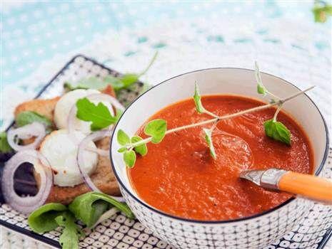 Den Italienska tomatsoppan kommer helt till sin rätt med chèvre chaudtoasten vid sidan om. Enkelt och gott.