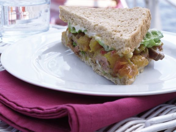 Schweinefilet-Sandwich ist ein Rezept mit frischen Zutaten aus der Kategorie Kochen. Probieren Sie dieses und weitere Rezepte von EAT SMARTER!