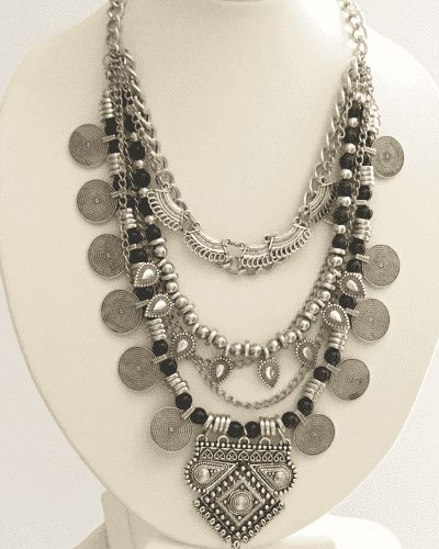 Artículo nº 353 Collar tribal ÁMBAR platatriple, conmonedas, perlas negras yhojas.