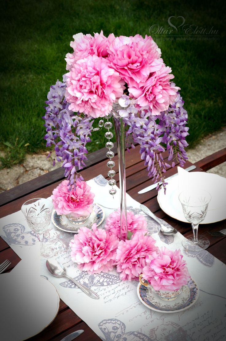 Asztaldekoráció lilaakácból és bazsarózsából kristály dísszel