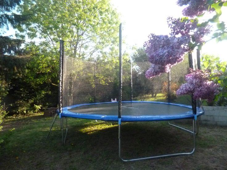 17 meilleures id es propos de jeux de trampoline sur pinterest f te trampoline et bombes eau. Black Bedroom Furniture Sets. Home Design Ideas