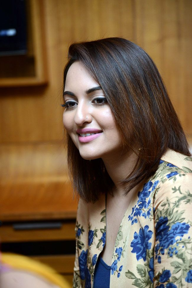 Sonakshi Sinha promotes Lingaa. #Fashion #Style #Beauty