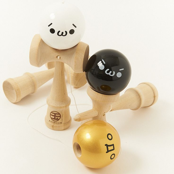 Kendama, a traditional Japanese toy that is becoming globally popular, now has kaomoji versions! The objective of this toy is to manipulate the ball onto the cups or spike by flicking and pulling with your wrist. Although this sounds simple and easy, some tricks seem to be impossible to complete, keeping you busy for hours! These Kaomojin kendama are each branded with a different kaomoji expression with (´・ω・`) in white, (`・ω・´) in black, and ( ゚Д゚) in gold. Challenge your skills and impress…
