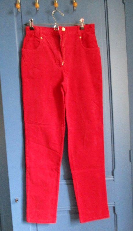 Pantalon velours rouge Naf Naf taille 40   Vide dressing Vinted   Pantalon  velours, Velours et Naf naf 70d087ef89e