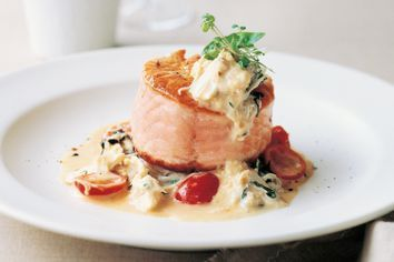 Salmon roulade with crab sauce