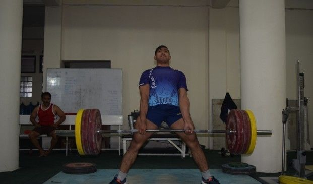 Sebanyak 15 lifter atau atlet yang tergabung dalam Pelatda angkat berat Jawa Barat tetap berlatih normal meski tengah berpuasa. Tim pelatih tidak menurunkan persentase program latihan selama bulan Ramadan. Kemampuan menjalankan program latihan dikembalikan kepada masing-masing atlet. #PONPeparnasJabar2016
