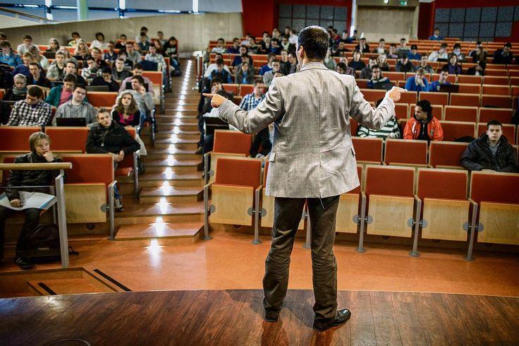 Lingua franca: In Nederland zijn inmiddels twee van de drie universitaire masters in het Engels. Geen punt voor studenten. Maar kunnen de docenten wel meekomen?