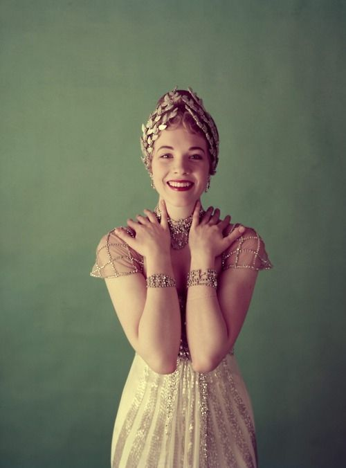 [portrait] Julie Andrews circa 1950