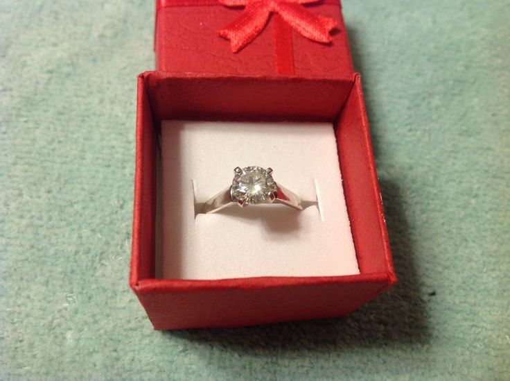 Engagements  Genuine Moissanite 1.00 t  Engagement rings 925 Sterling  size 6.5