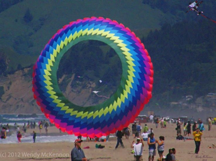076 Very Big Kite Mandala - Eyeball Bouncers by Gomberg Kites International