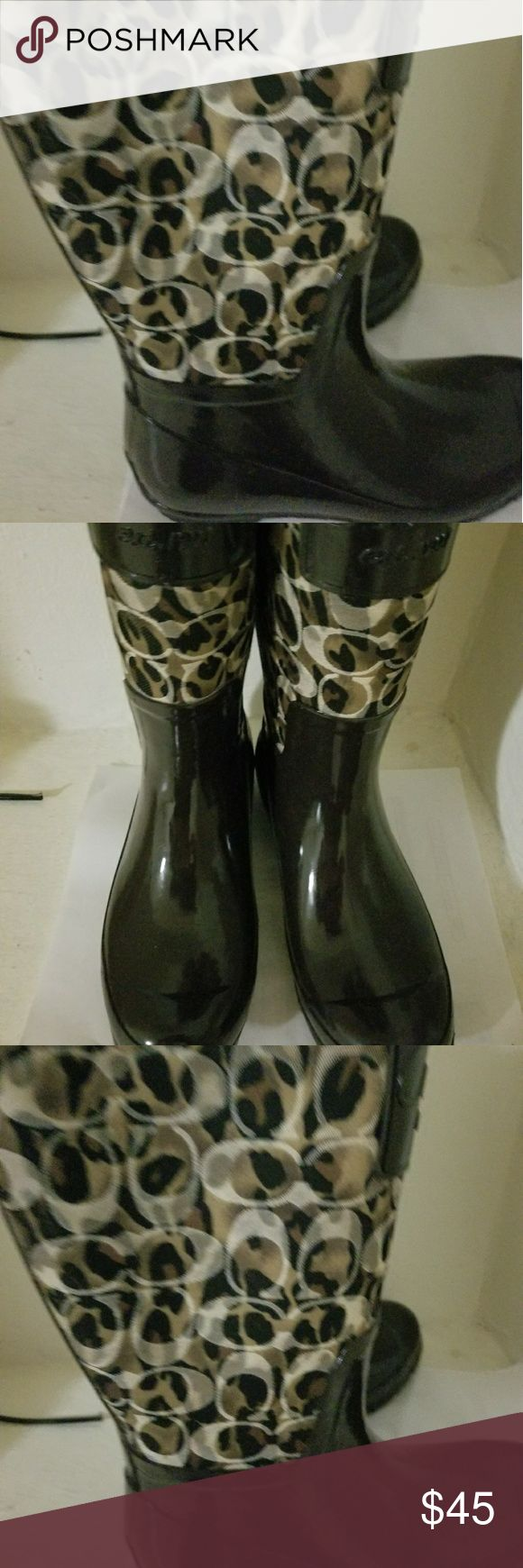 Coach rain boots very good conditition size 5 Coach rain boots size 5 Coach Shoes Winter & Rain Boots