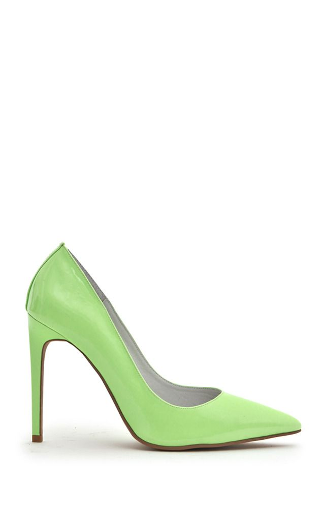 Ярко-зеленые туфли лодочки от бренда Jeffrey Campbell. Модель на высоком каблуке с заостренным носом. http://t.tbff.ru/1mQa3Cp