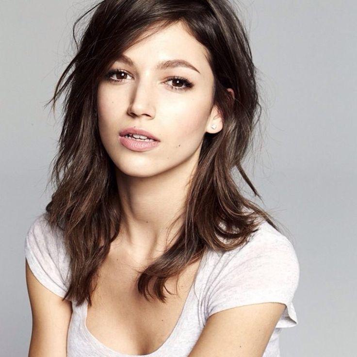 Úrsula Corberó , actriz nacida en 1989 en Barcelona actuou na serie 'Física o Química' entre outras. Tamén fixo películas como '¿Quién mató a Bambi?'. Ademáis é modelo e ten un blog na revista 'Glamour'.