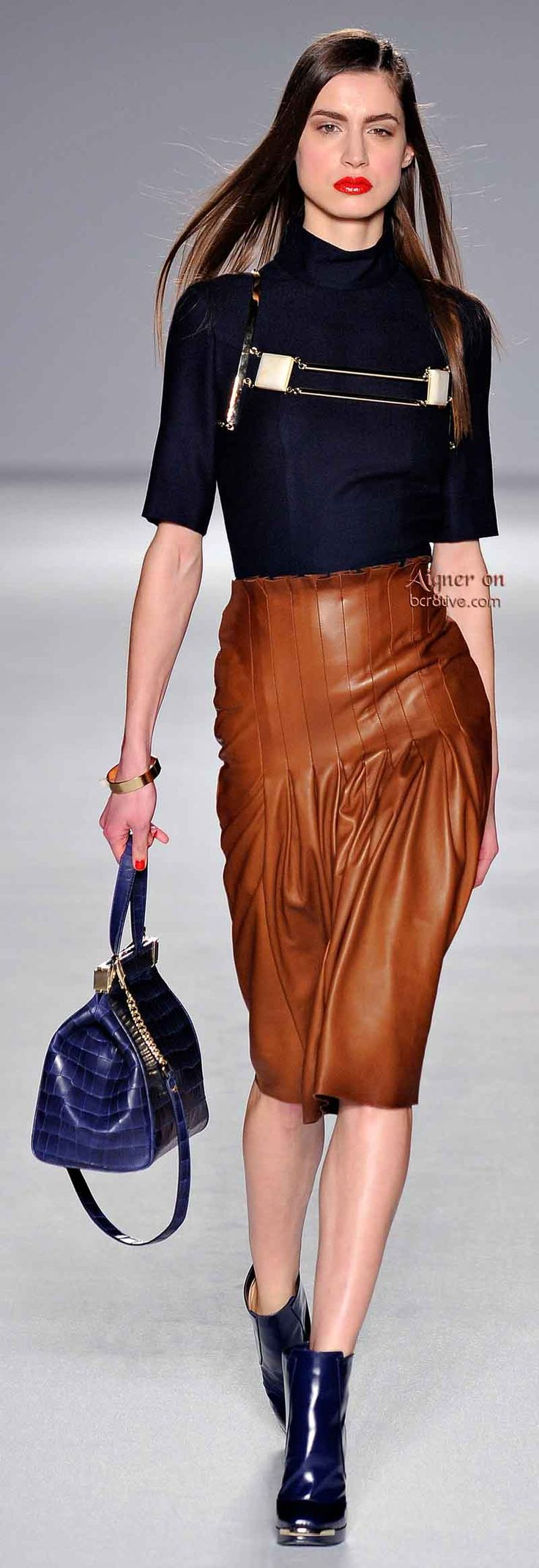 Best 25+ Brown leather skirt ideas on Pinterest | Tan leather skirt Outfits with pencil skirts ...