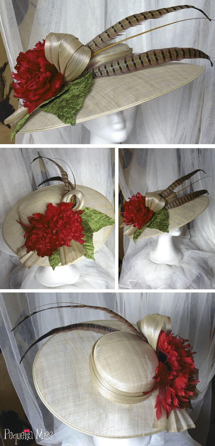 Pamela Miss Paula Pamela en sinamay natural con lazada de sinamay de seda al tono, peonías de plumas rojas, plumas de faisán, raqui y hojas de terciopelo.   #tocados #pamelas #headpiece #hats #invitadas #bodas