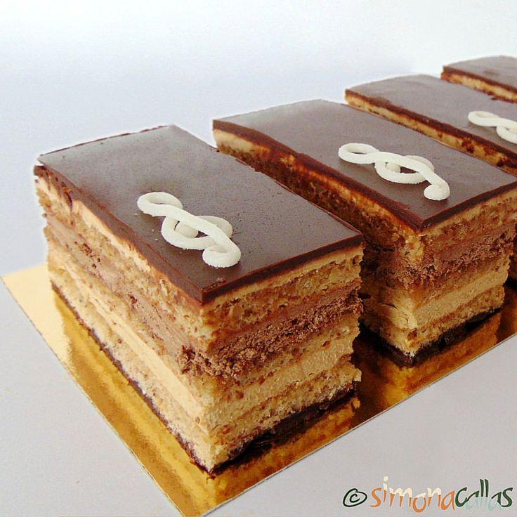 Prajitura Opera, Tort Opera Opéra Cake este un desert franţuzesc remarcabil, atât prin aspect cât şi prin compoziţie. Se compune din straturi multiple...