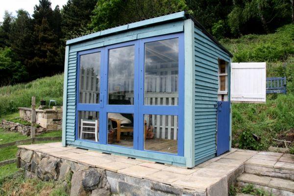 Gartenmobel Zu Verschenken Munchen : bauen mit paletten blau bemalt  kleine originelle Häuser  Pinterest