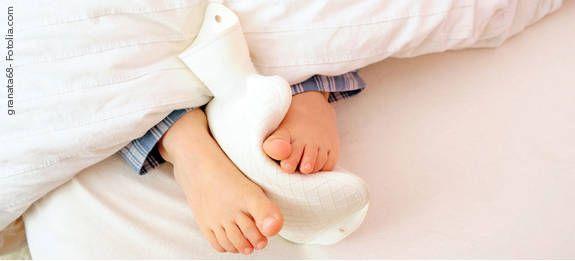 Tipps gegen kalte Füße: Wohltuende Kräuterbäder