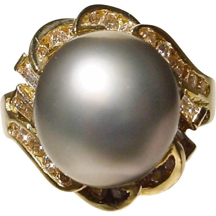 Pretty Tahitian Black Pearl Ring with 18KT Yellow Gold -- Diamond & Gold Waved Setting