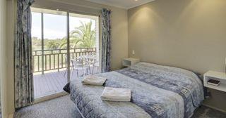 Karuah Accommodation - BIG4 Karuah Jetty Holiday Park - Queen Villa