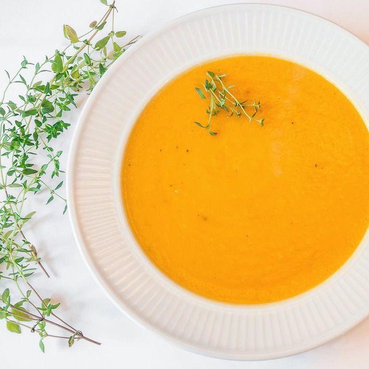 Ny oppskrift ute på bloggen nå! Link i bio En smakfull og kremet gresskarsuppe med chili og ingefær. Enkel og sunn hverdagsmat