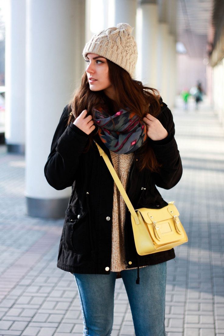 Winter outfit with black jacket, jeans and beige hat on VANILLAMADNESS.com