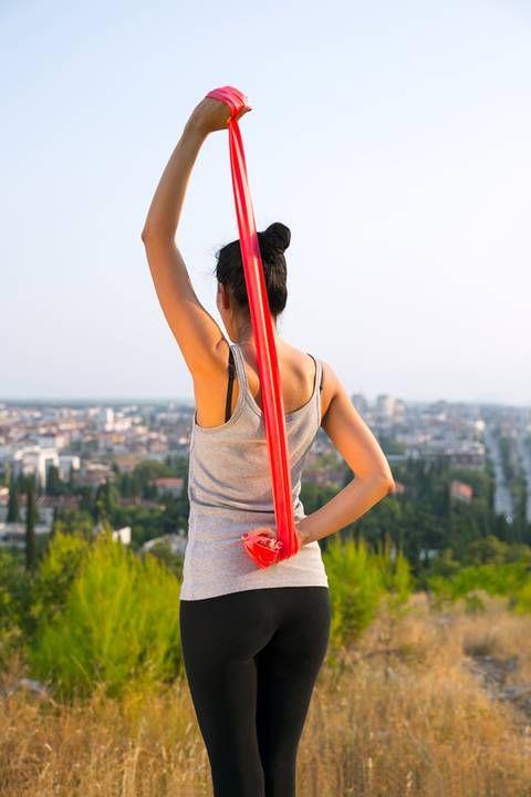 Workout: Theraband-Übungen für die Sommerfigur