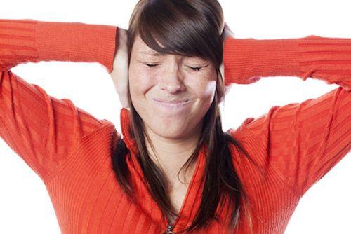 3 méthodes pour réduire les acouphènes.  Les acouphènes, ou sifflements d'oreilles, sont des bruits parasites audibles seulement de la personne atteinte. Leurs causes ne sont pas encore bien connues et ils peuvent se révéler très handicapants à la longue... Retrouvez 3 conseils pour soulager vos tympans !