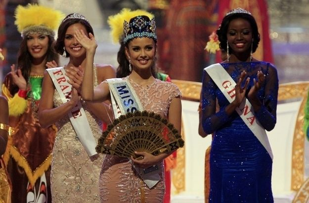 Look, now she has a fan too! These freebies just keep on coming. | Miss Philippines Wins Miss World 2013