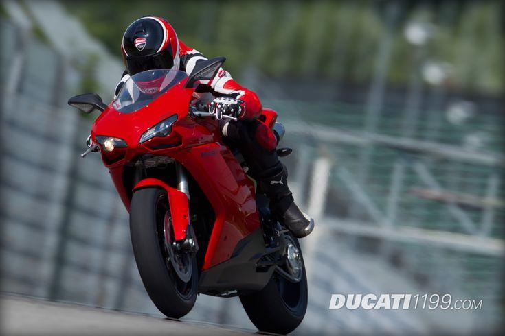 2013 Ducati 848 EVO Pictures