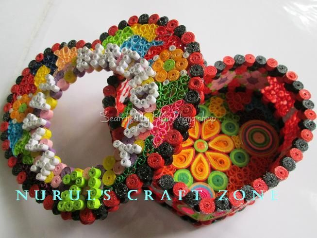 The name of quiller is written below - Quilled heart boxes (Searched by Châu Khang)