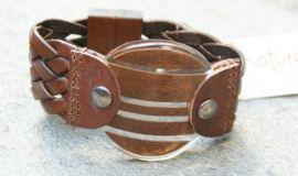 Stoer maar stijlvolle #armband van leder met hout in hars van kwaliteitsmerk Nature Bijoux. #armband #armbanden #statementpieces.nl #sieraden #webshop #onlineshop #bijouterie #bijouterieen
