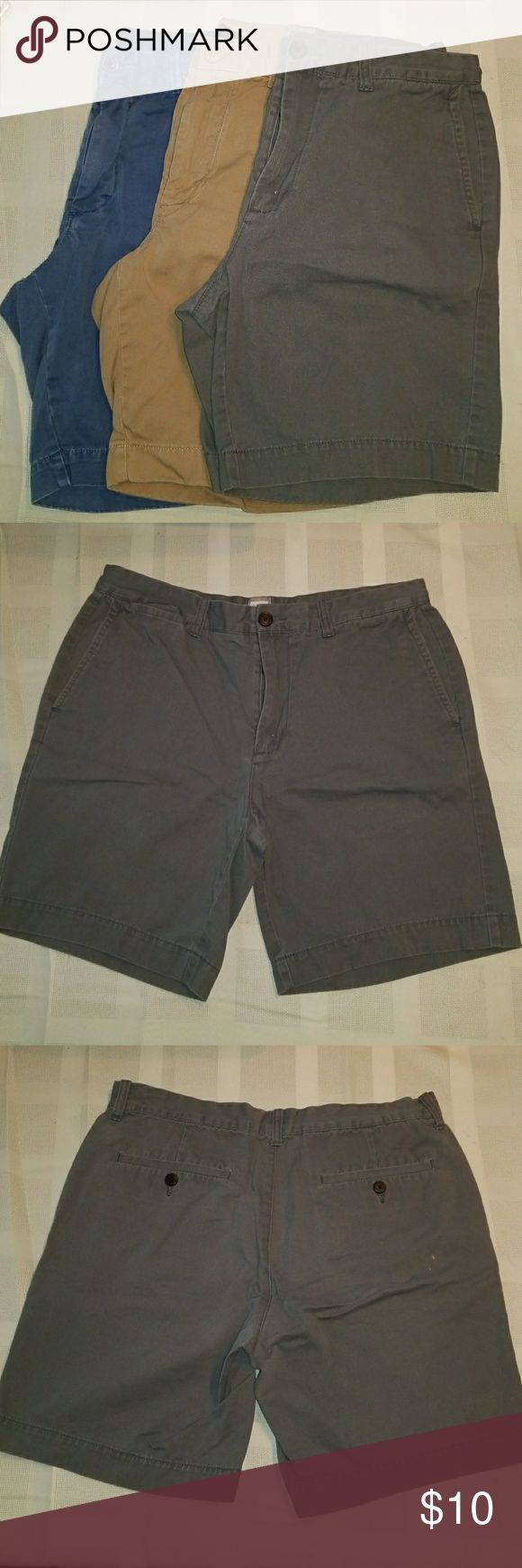 Jcrew jcpenny bulk of 3 mens khaki shorts Bulk of Comfortable khaki shorts... 1 jcrew(tan) 2 jcpenney... Used and washed... very tiny discoloration spots J. Crew Shorts Flat Front