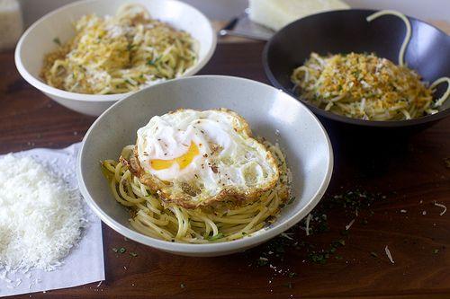 spaghetti pangrattato with crispy eggs ~ http://smittenkitchen.com/blog/2015/02/spaghetti-pangritata-with-fried-eggs/