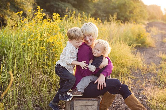 Cute family pictures: Photo Ideas, Family Photoshoots, Photography Family, Cute Family Pictures, Family Photography, Outdoor Family Pictures, Families, Photography Inspiration