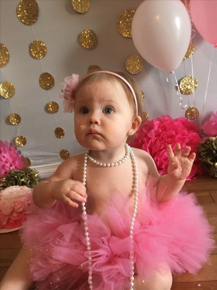 Baby girl's 1st birthday. Cake smash