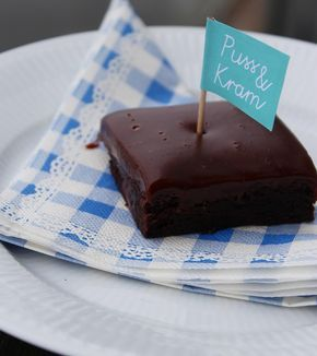 Chokoladekage med fudge-frosting