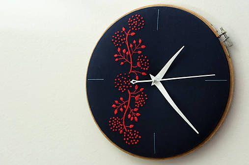 Framegroup / Passion, ručne vyšívané nástenné hodiny