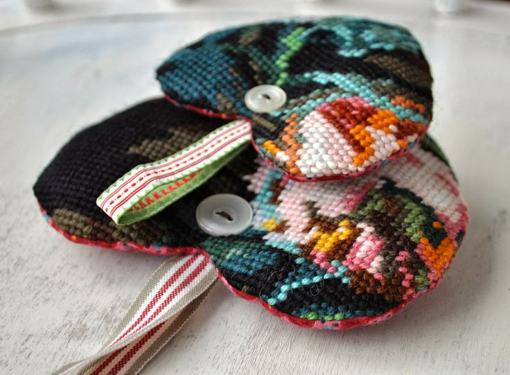 dutch sisters: Hearts and bag, Nice as tags or key chains for a bag