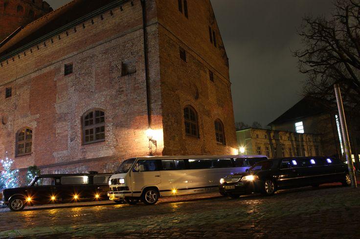 Internationaler Stretchlimousinen Shuttle: Ostdeutsch = Trabi-XXL  Westdeutsch = T3 Bulli Limo Amerikanisch = Lincoln  #Limo Berlin #Limousine #Stretch