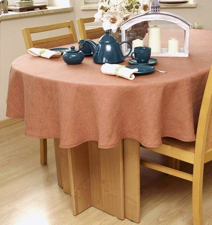 Obrus na owalny stół w pięknej koloryzacji. Warto dokładnie mu się przyjrzeć - uszyty z tkaniny lnianej, która jest bikolorem.