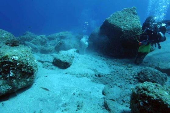 I biologi dell'Hydra Institute hanno studiato per anni le sacche di gas nei fondali tra l'Elba e la Corsica