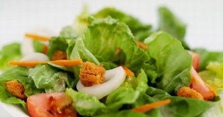 Le nostre insalate rappresentano un'alternativa leggera ma gustosa ai piatti piú elaborati. Preparate al momento e con prodotti sempre freschi, offrono spunti per eventuali variazioni ed aggiunte, per incontrare anche il palato più esigente o bizzarro.