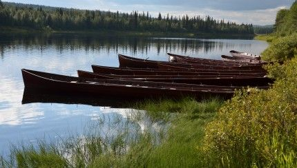 Photo: Nina Kostamo.   The boats are ready. Kemijoki Experience takes place on river Kemi from Savukoski to Kemijärvi in Finnish Lapland every July.   On rame sous le soleil de minuit en #Laponie!