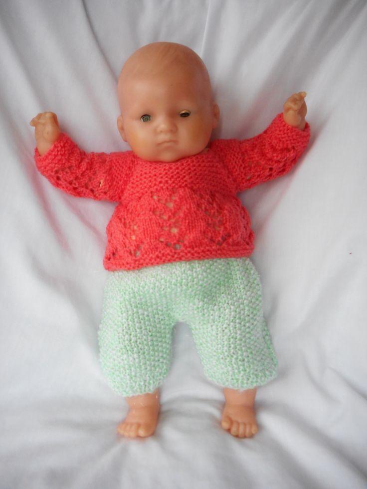 pull corail sur combinaison vert d'eau sur un bébé Corolle de 35cm