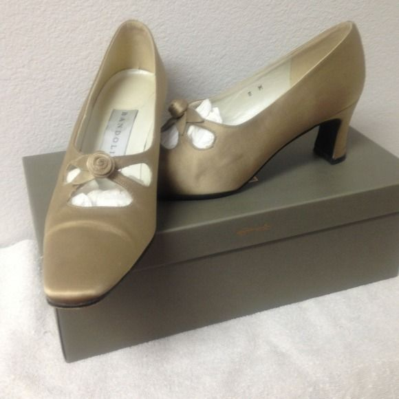 Bandolino made in Spain Satiny Champagne color Shoes